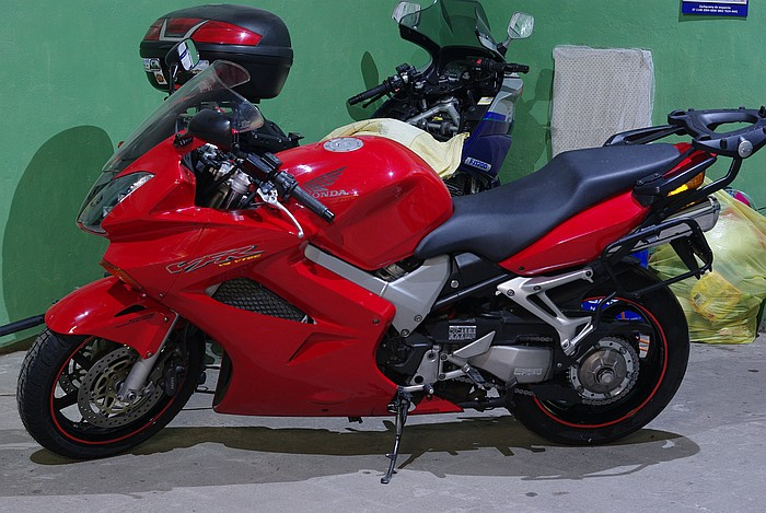 Honda VFR 800 VTEC Arka